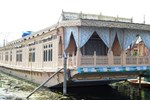 Отель Howrah Houseboat