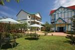 Отель Monet Garden Resort