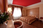 Отель Hotel Cles