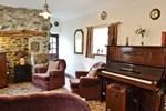 Отель Cae Bach Cottage