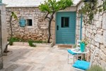 Апартаменты Holiday Home Selca Stone Cottage