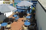 Апартаменты The Surf Bar Cafe Bed and Breakfast
