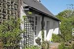 Отель Hide Away Cottage