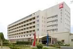 Отель Ibis Lome Centre