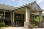 Hilltop Inn & Suites - North Stonington