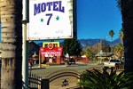 Отель Downtown Motel 7