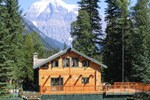 Отель Mountain River Lodge