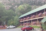 Rivers Edge Motel Lodge & Resort
