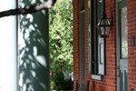 Мини-отель Bird-in-Hand Village Inn & Suites