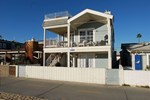 Oceanfront - 2 Bedroom Apartment with Sofa Sleeper - Unit A