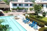 Отель Hotel Parotas