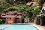 Отель Hilltop Cottages
