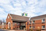 Отель Holiday Inn Express Hotel & Suites BRIGHTON