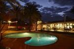 Отель Seasons Hotel Newman