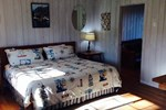Отель Deane's Oceanfront Lodge