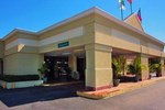 Отель Quality Inn & Suites Waycross