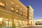 Отель Holiday Inn Hotel & Suites Bakersfield