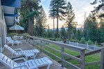 Апартаменты Snowflower Retreat by Tahoe Vacation Rentals