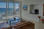 Апартаменты Horizon Bay Beachfront Apartment