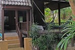 Отель Jay Jay Bungalows and Restaurant