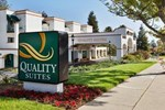 Отель Quality Suites Central Coast