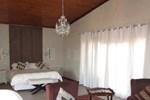 Отель Sir Harry's Lodge