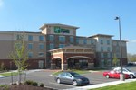Отель Holiday Inn Express & Suites Overland Park