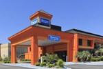 Отель Rodeway Inn & Suites Macon