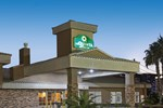 Отель La Quinta Inn & Suites Las Vegas Tropicana