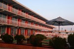Отель Gold Crest Motel