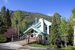 Отель Alpine Village Suites