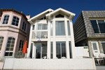 Oceanfront 3-Bedroom Duplex near Newport Pier - Unit A