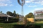 Отель Tambo Mill Motel & Caravan Park