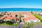 Отель Meridian Resort Beachside