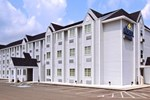 Отель Microtel Inn and Suites Gassaway