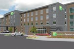 Отель Holiday Inn Express and Suites Madison Central