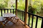 Отель Lake Eacham Tourist Park & Cabins