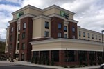 Отель Holiday Inn Express & Suites Geneva Finger Lakes