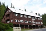 Отель Bear Creek Lodge