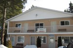 Отель Whispering Pines Motel & Cabins