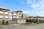 Отель Ramada Pitt Meadows