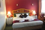 Отель Town Palms Motel