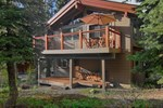 Апартаменты Alpine Chalet by Tahoe Vacation Rentals