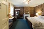 Отель Rogues' Harbor Inn, Restaurant & Brewing
