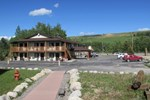 Отель Beartooth Hideaway Inn & Cabins