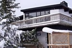 Отель Blue Mountain Rentals - Six-Bedroom Swiss Style Chalet with Outdoor Hot Tub