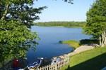 Апартаменты Lakefront Retreat