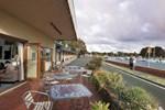 Отель The Waterfront Wynyard