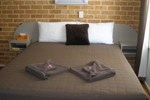 Отель Palms Oasis Motel