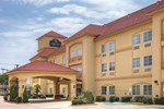 Отель La Quinta Inn & Suites Cleburne